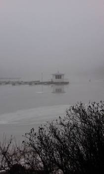Foto tölöviken i dimma