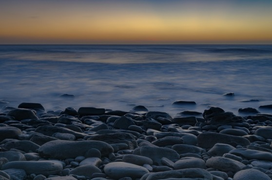 grå stenar