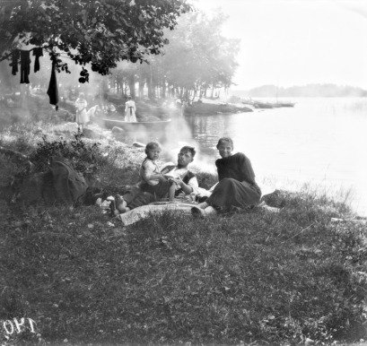 perhe-rannalla-1917